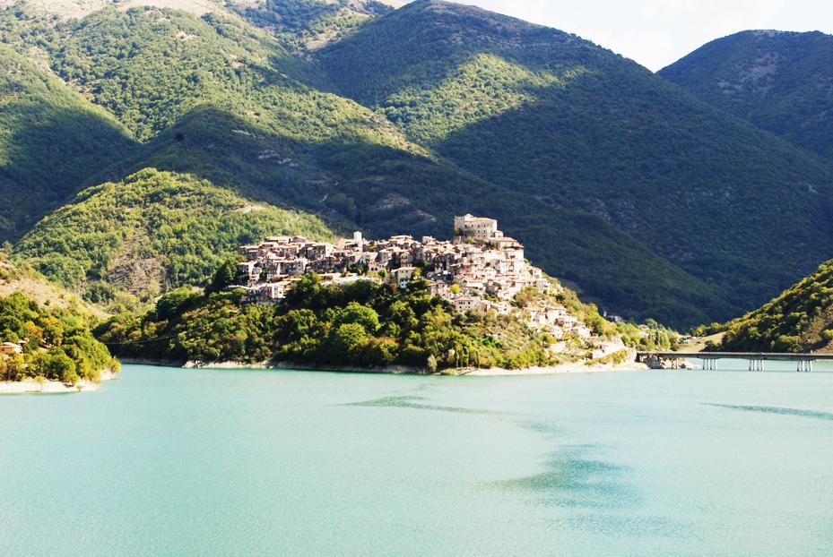lago del turano castel di tora