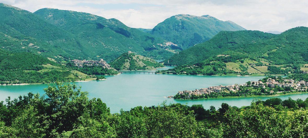 lago del turano panorama estate